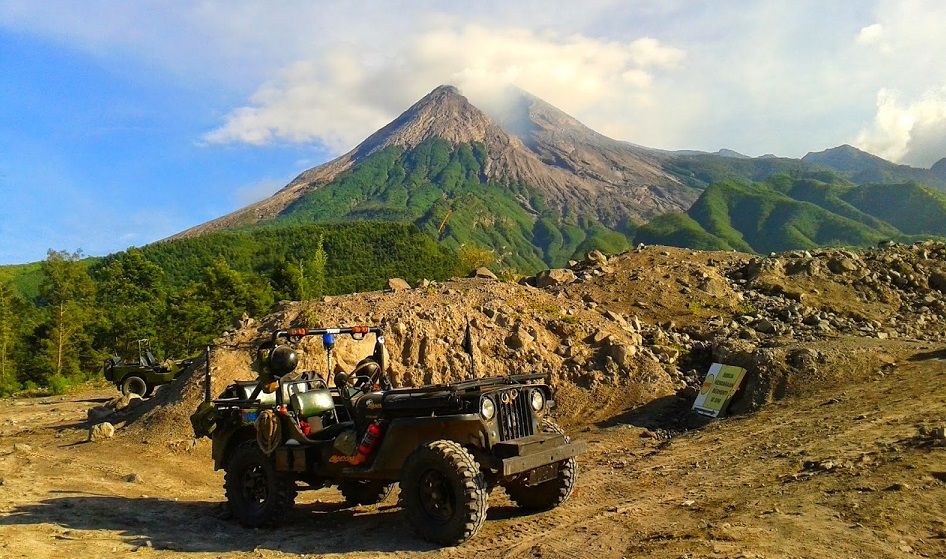 indonesia ring of fire of mount merapi