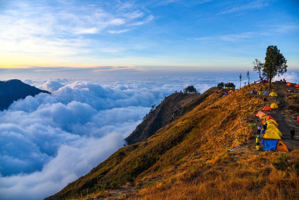 climbing the rinjani volcano