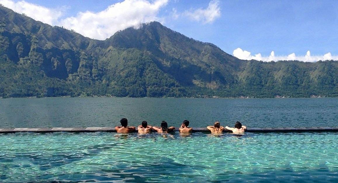 kintamani hot spring view batur lake