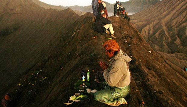 yadnya kasada ceremony in bromo