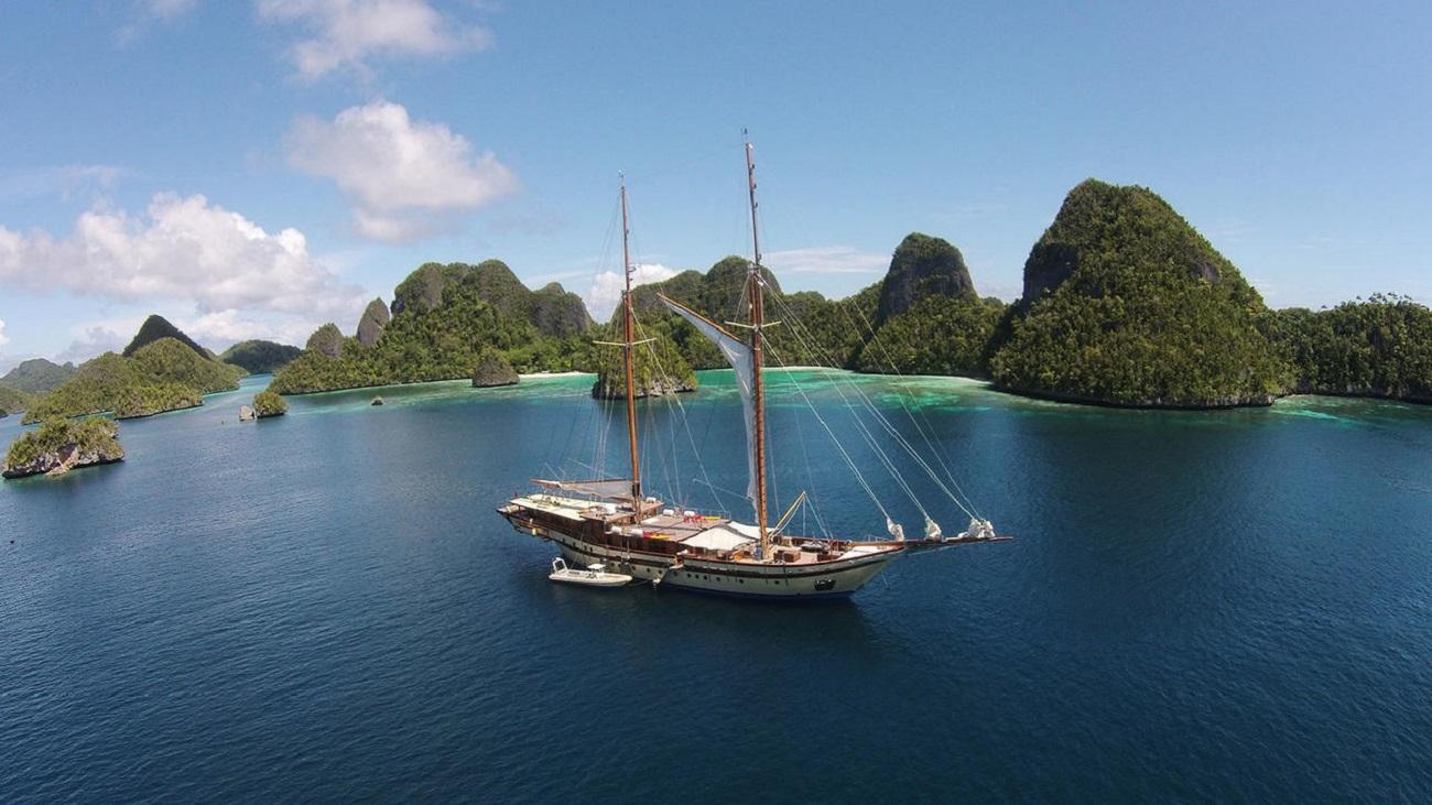 cruise around indonesia