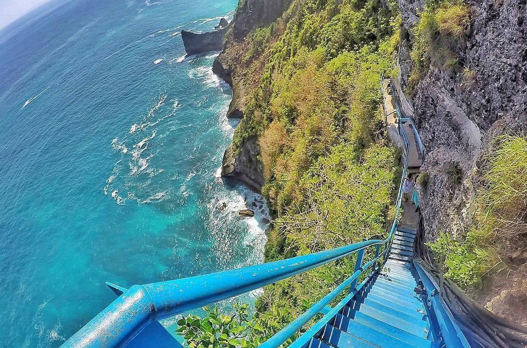 stairway lead to peguyangan waterfall