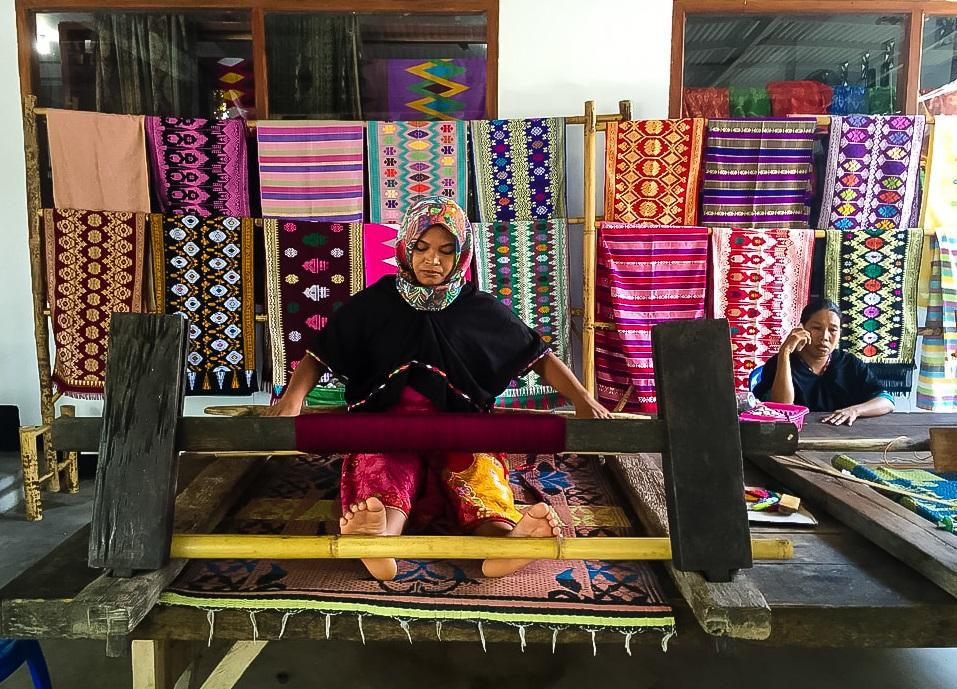 Sukarara weaving village