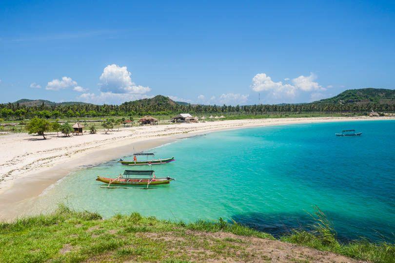 tanjung-aan-beach