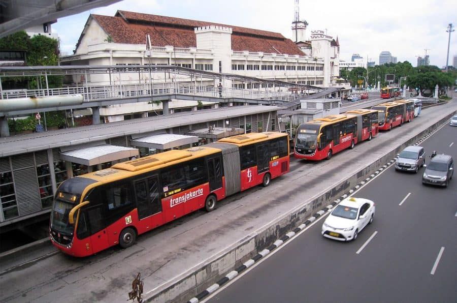 public transport to minimize carbons footprint
