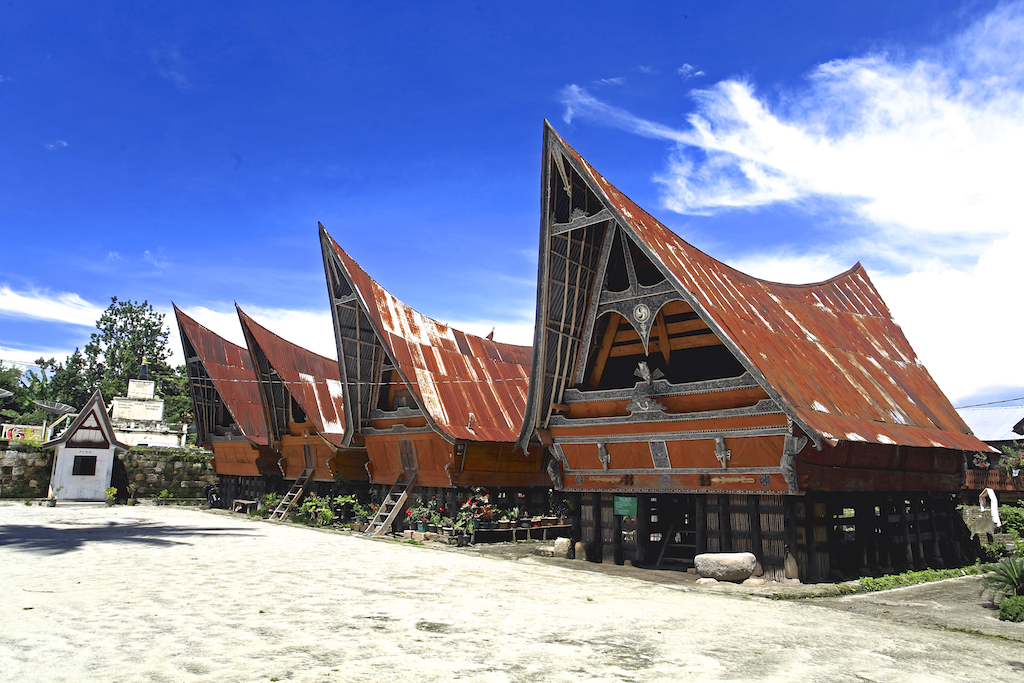batak longhouse
