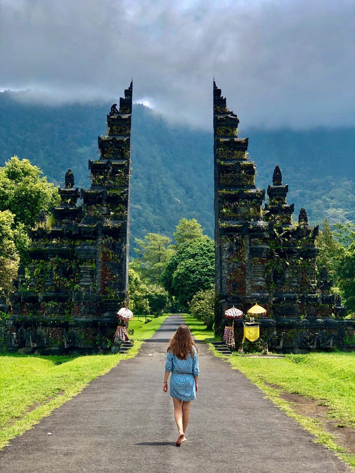 Handara gates