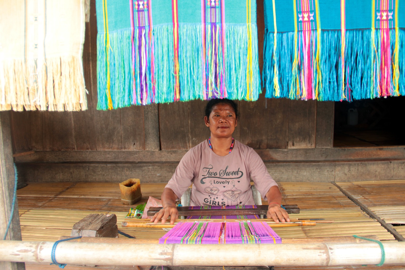 Fabric Weaving in flores