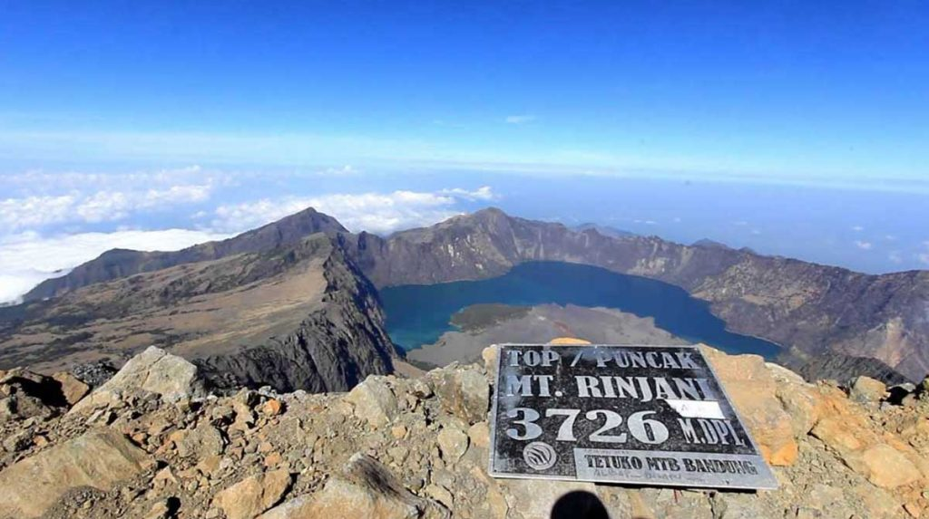 Watch Sunrise from the Peak of Mount Rinjani