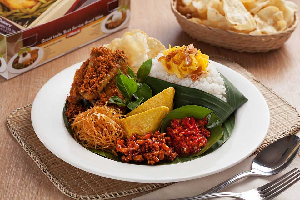delicious indonesian nasi uduk food