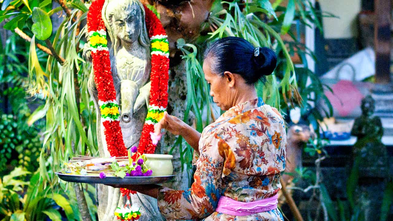 balinese offering activity