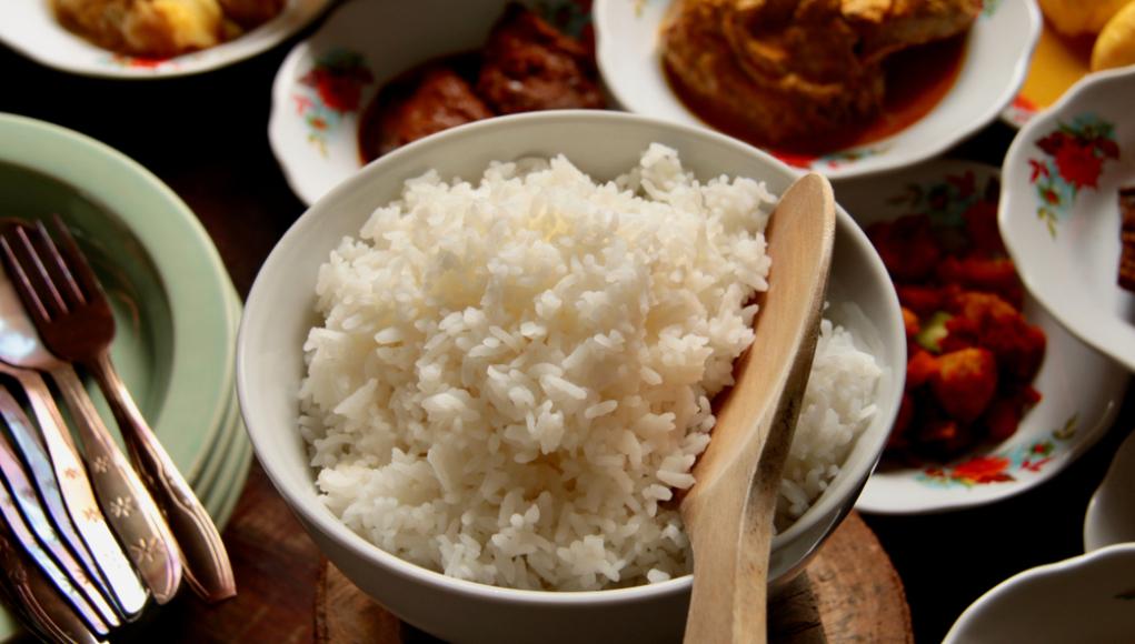 eating white rice