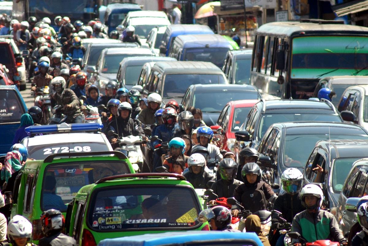 indonesia's traffic jam due mudik activity