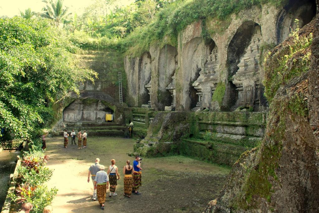 explore the goa gajah in ubud