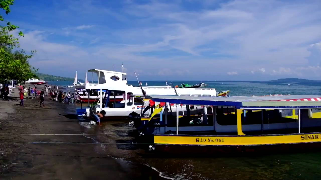 fast boats at port bangsal