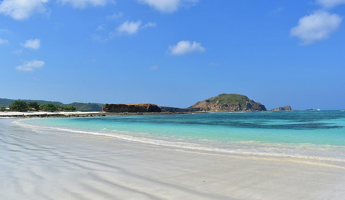 lombok tanjung aan beach
