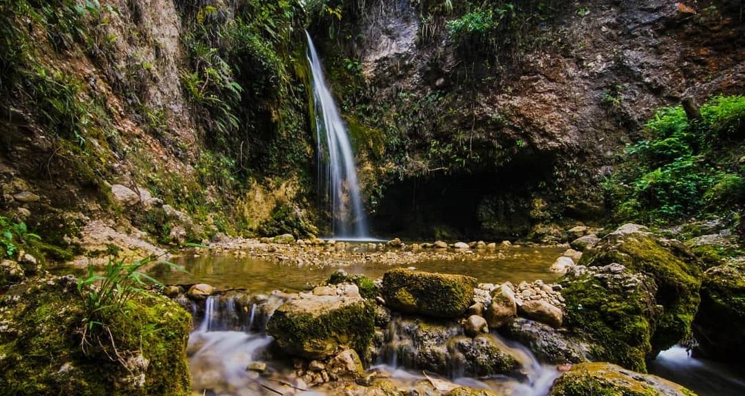 napua waterfall in wamena