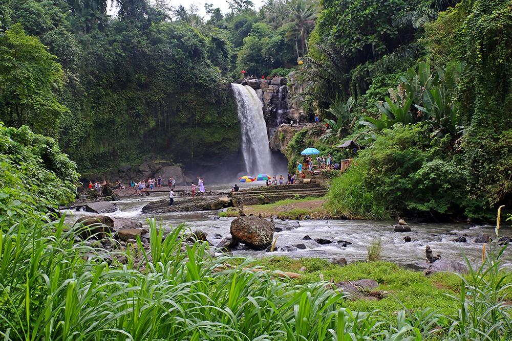 visit the tegenungan waterfall