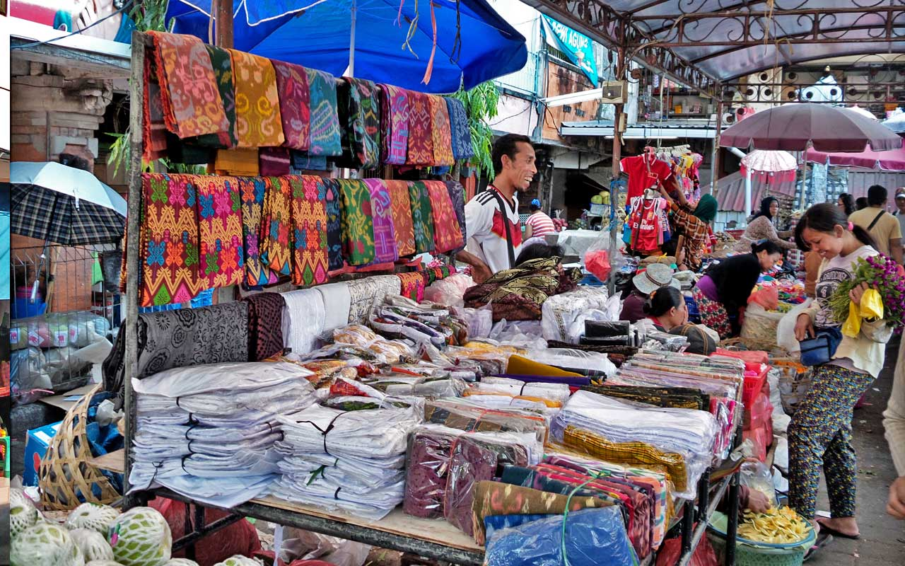 bali traditional market for souvenirs
