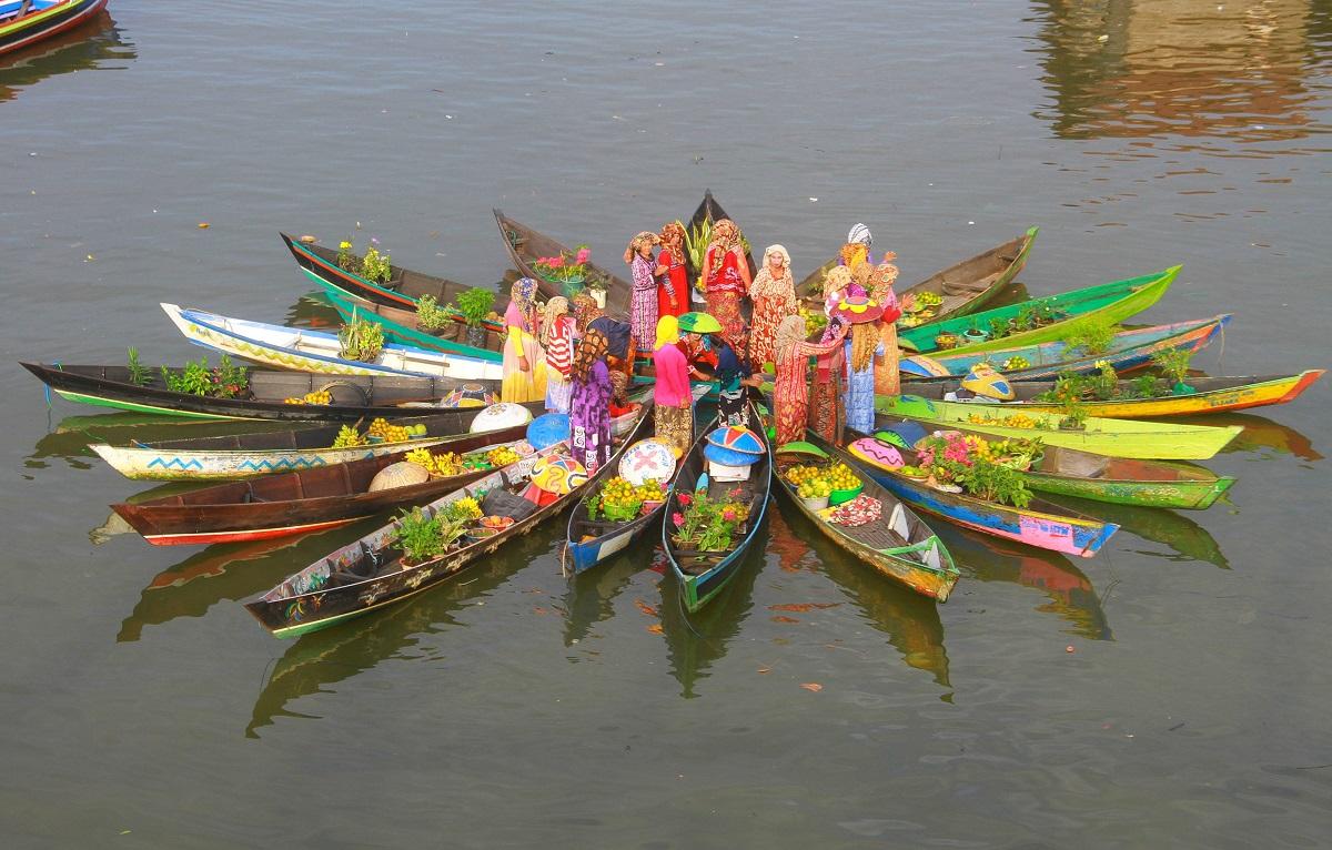 the uniqueness of kalimantan selatan floating market