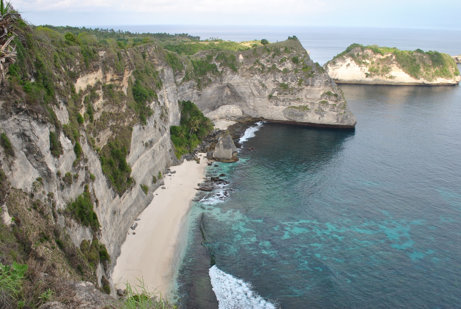 there are so many hidden beaches in bali