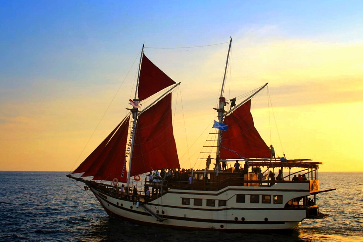 pinisi ships tour in south sulawesi