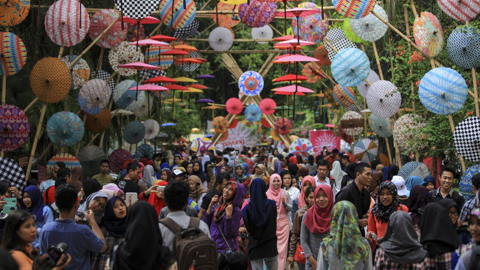 the crowd due to umbrella event in central java
