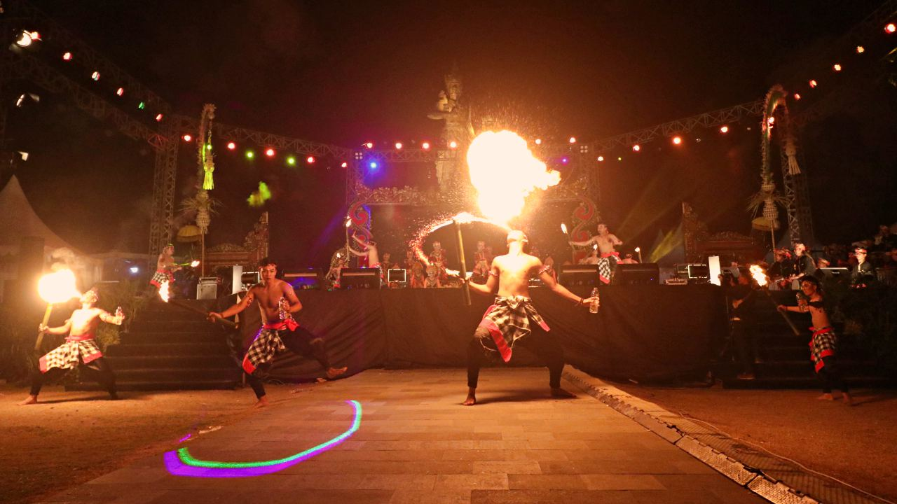 fire dance performance in nusa dua fiesta