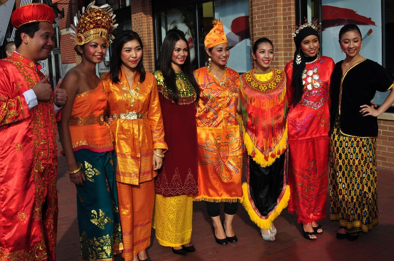 indonesia typical traditional outfit