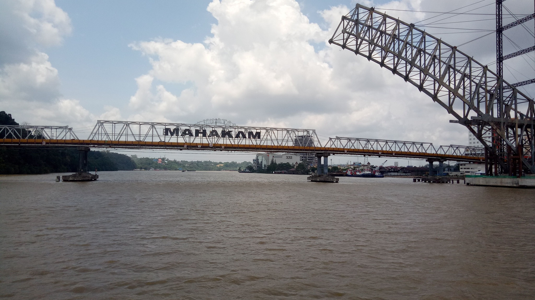 mahakam river touristy place in kalimantan