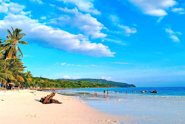 nirwana beach in buton island