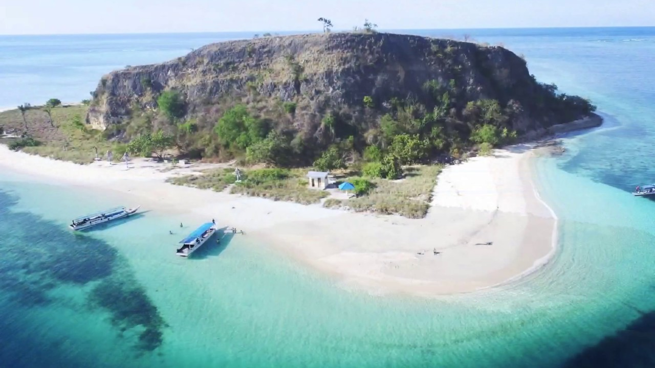 the amazing riung island in flores