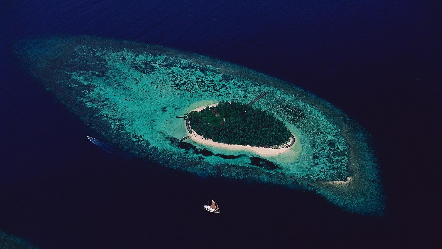 Isle East Indies near thousand islands