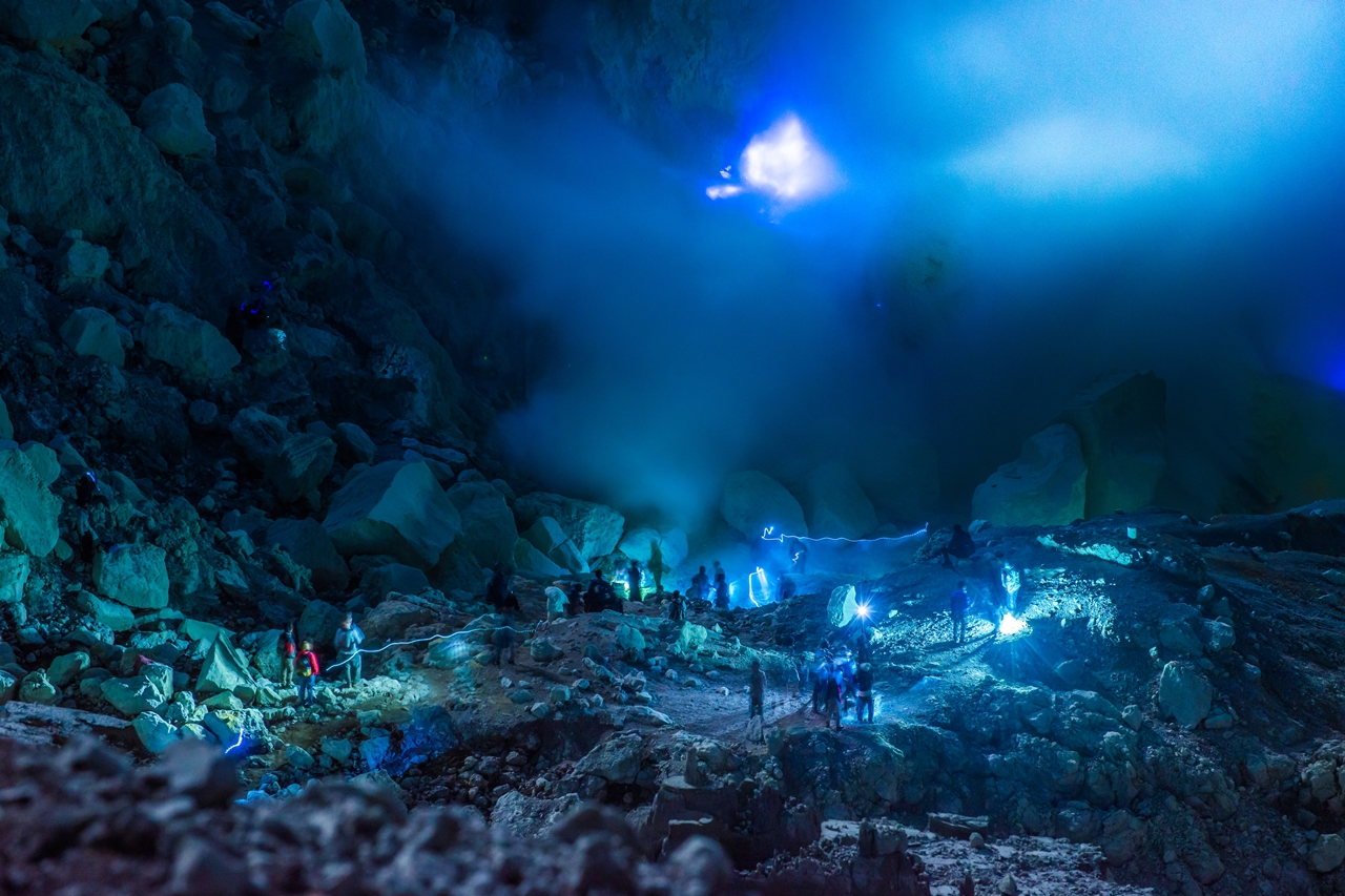 blue fire phenomenon in ijen
