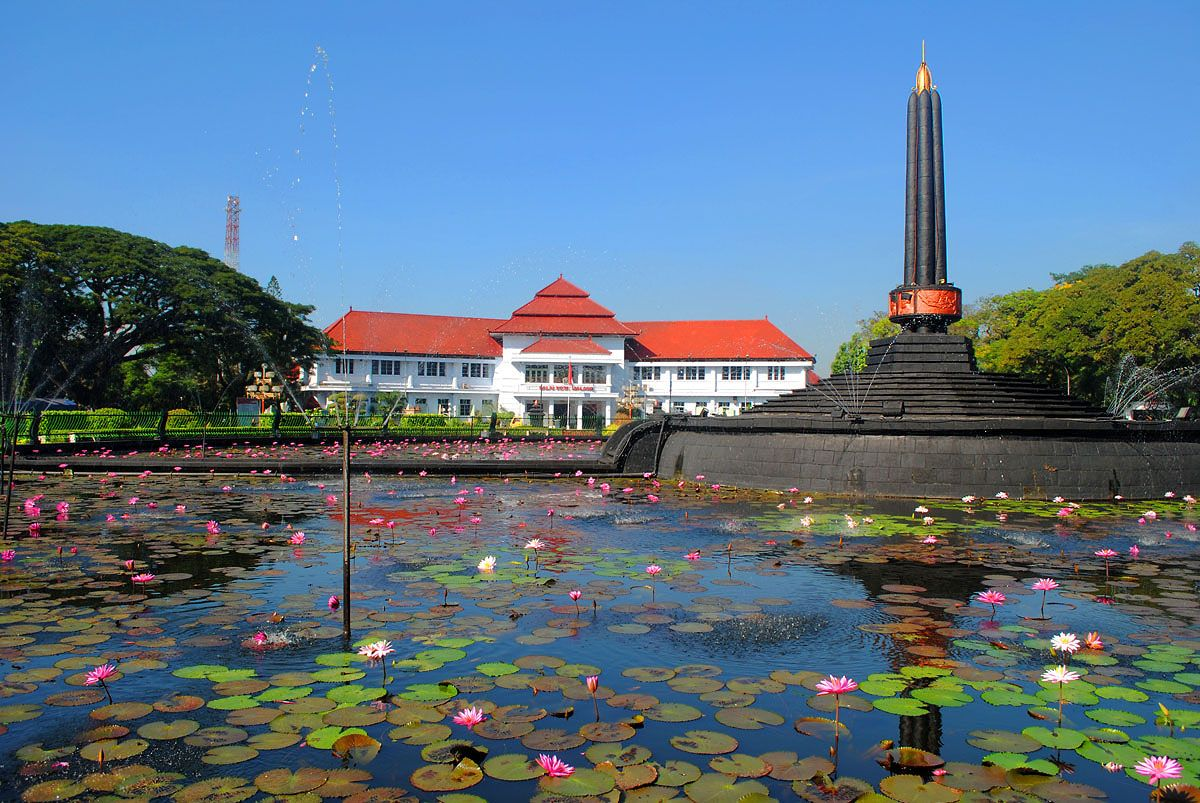 one of the oldest town in indonesia is malang