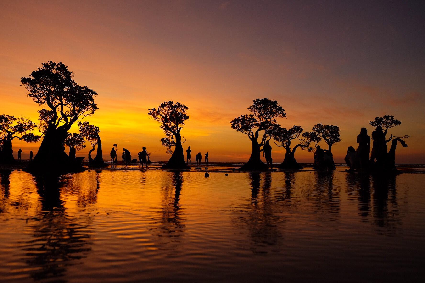beautiful sunset in walakiri beach