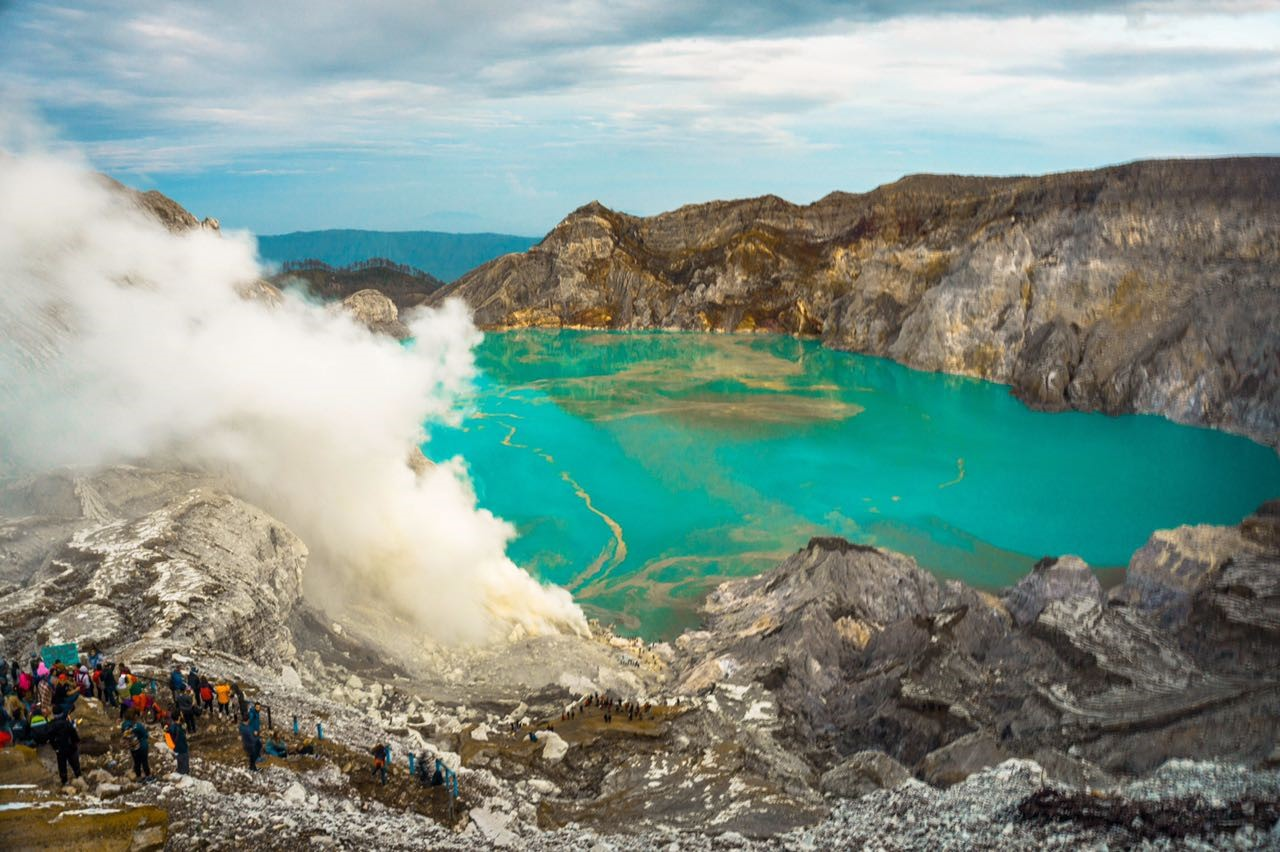 ijen volcano activity