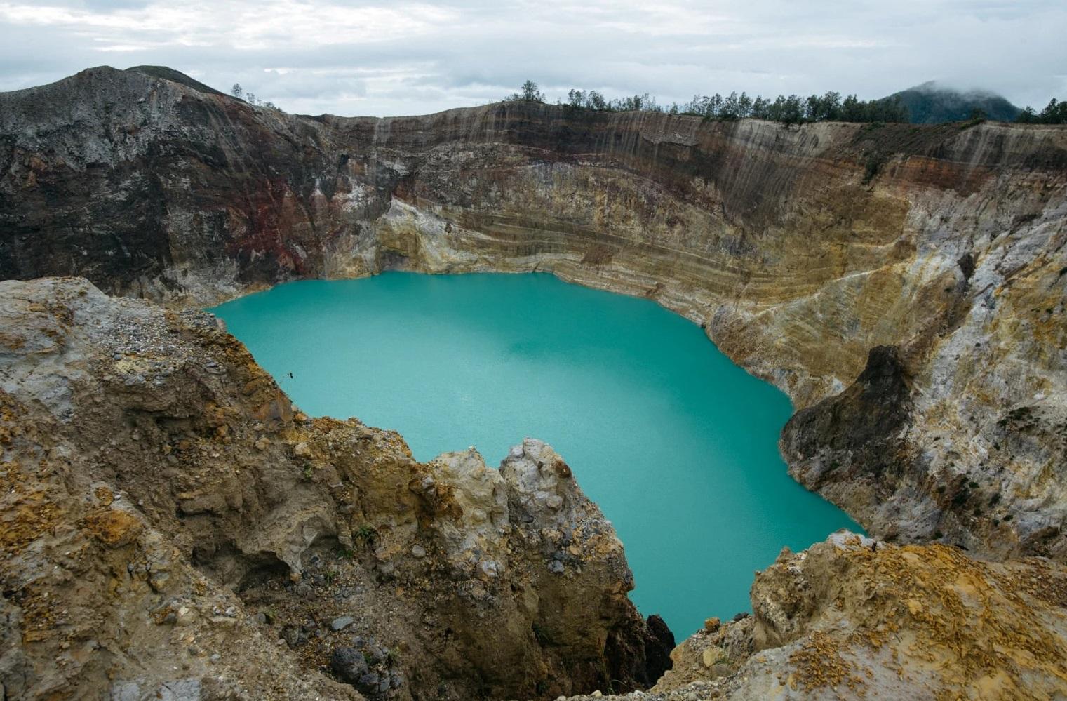 interesting facts about kelimutu lake