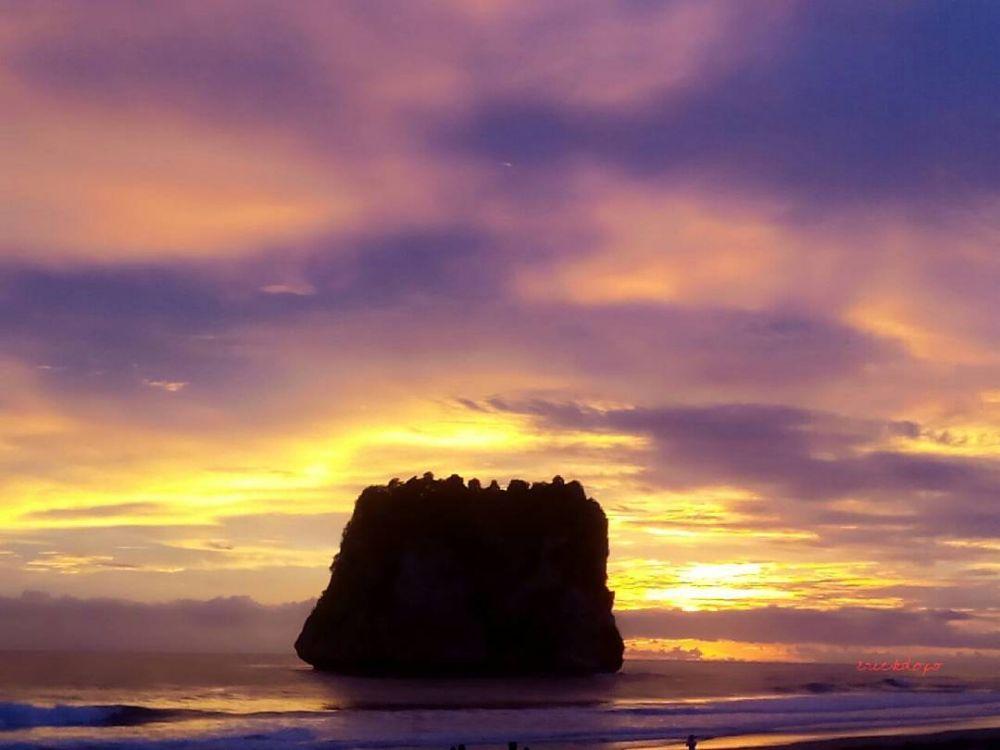stunning sunset view in Watu Maladong Beach