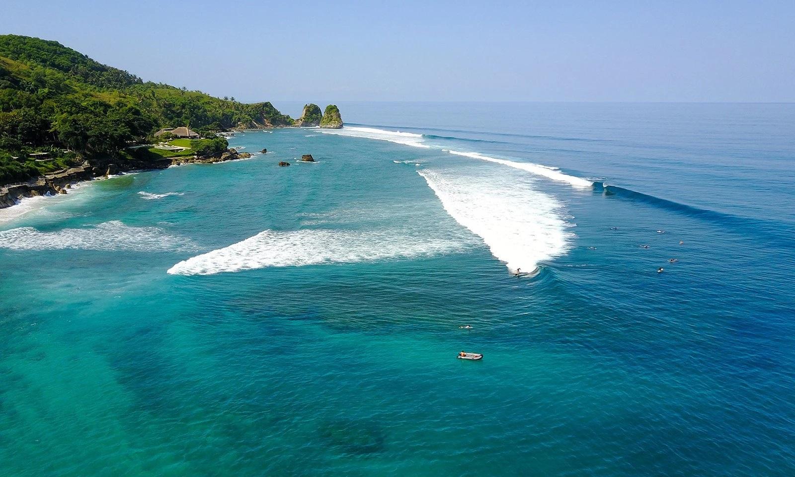 best waves for surfing in nihiwatu beach