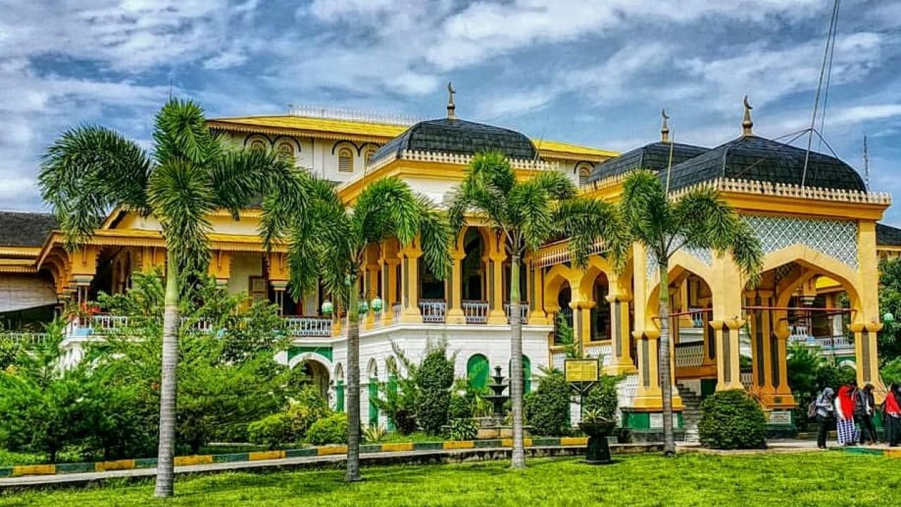 maimun palace heritage in medan