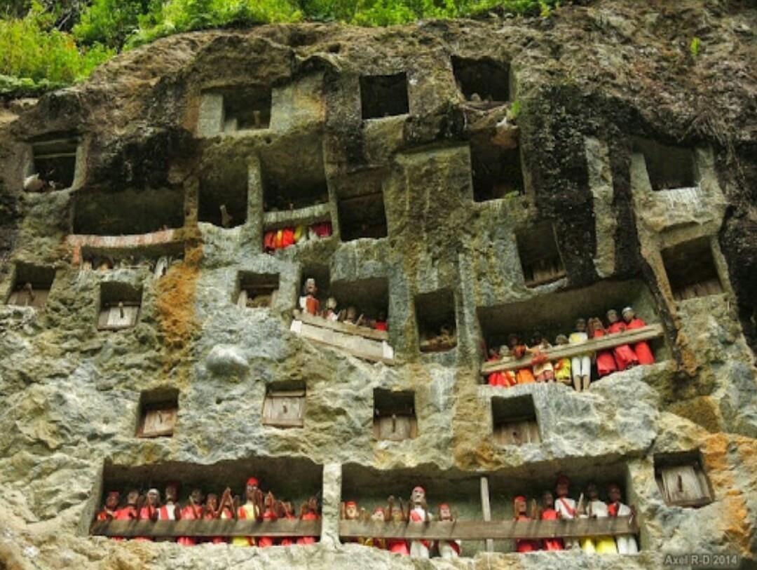 tau-tau funeral ritual in toraja