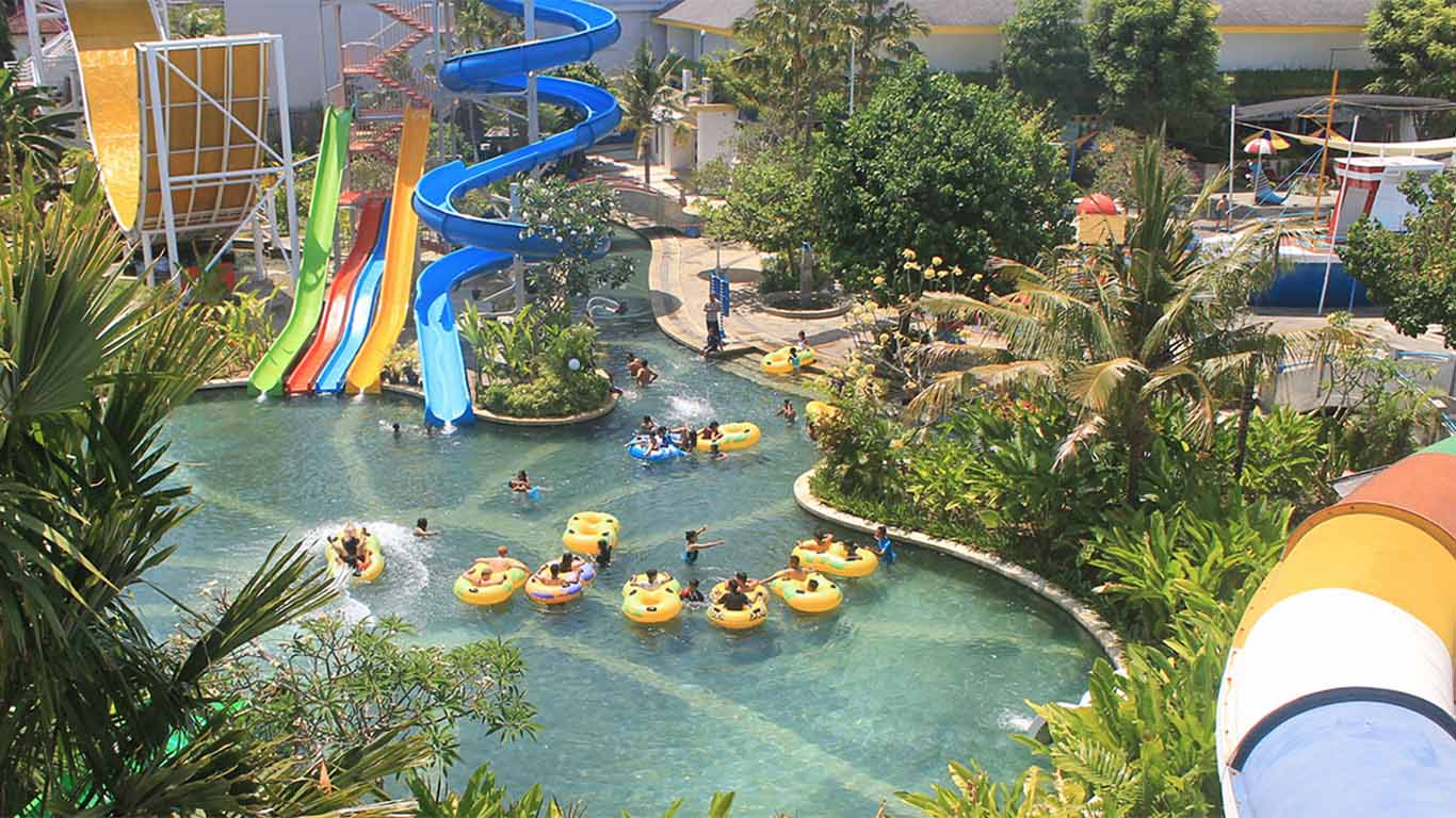 The favorite rides at Circus Waterpark are Spiral Journey, Speed Tube Slider Spiral and Wave Slider.