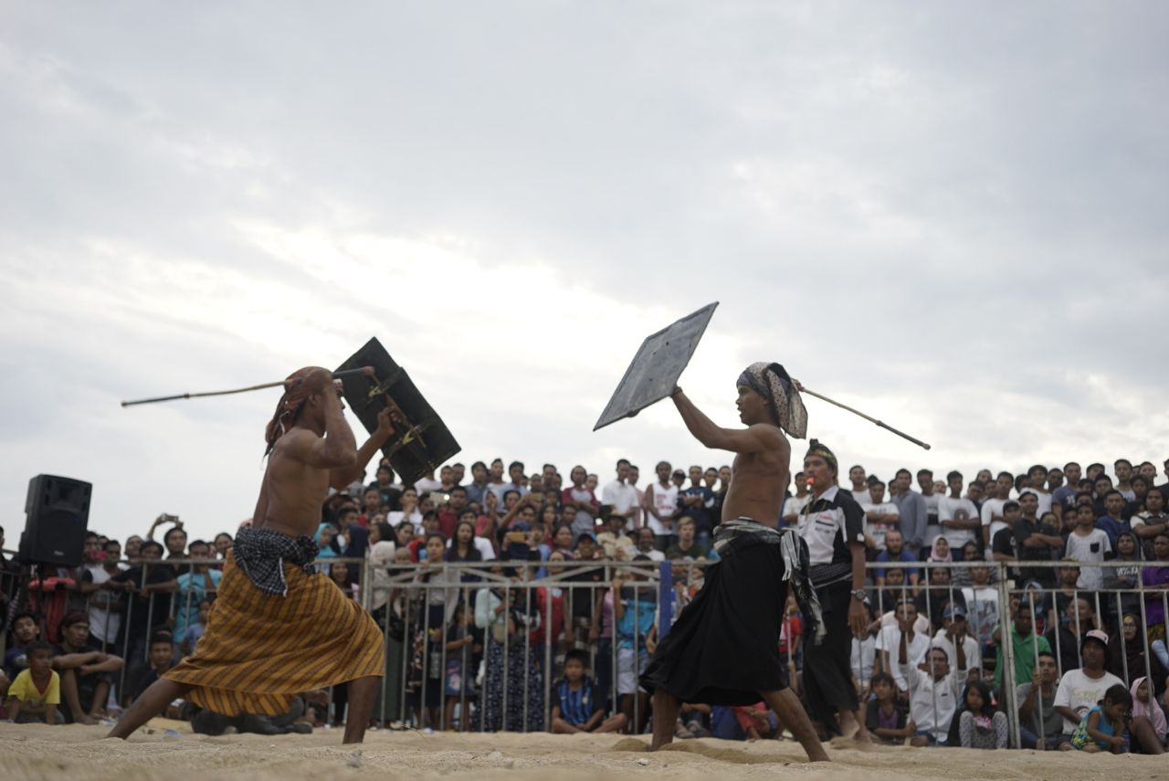 peresean art in bau nyale festival lombok