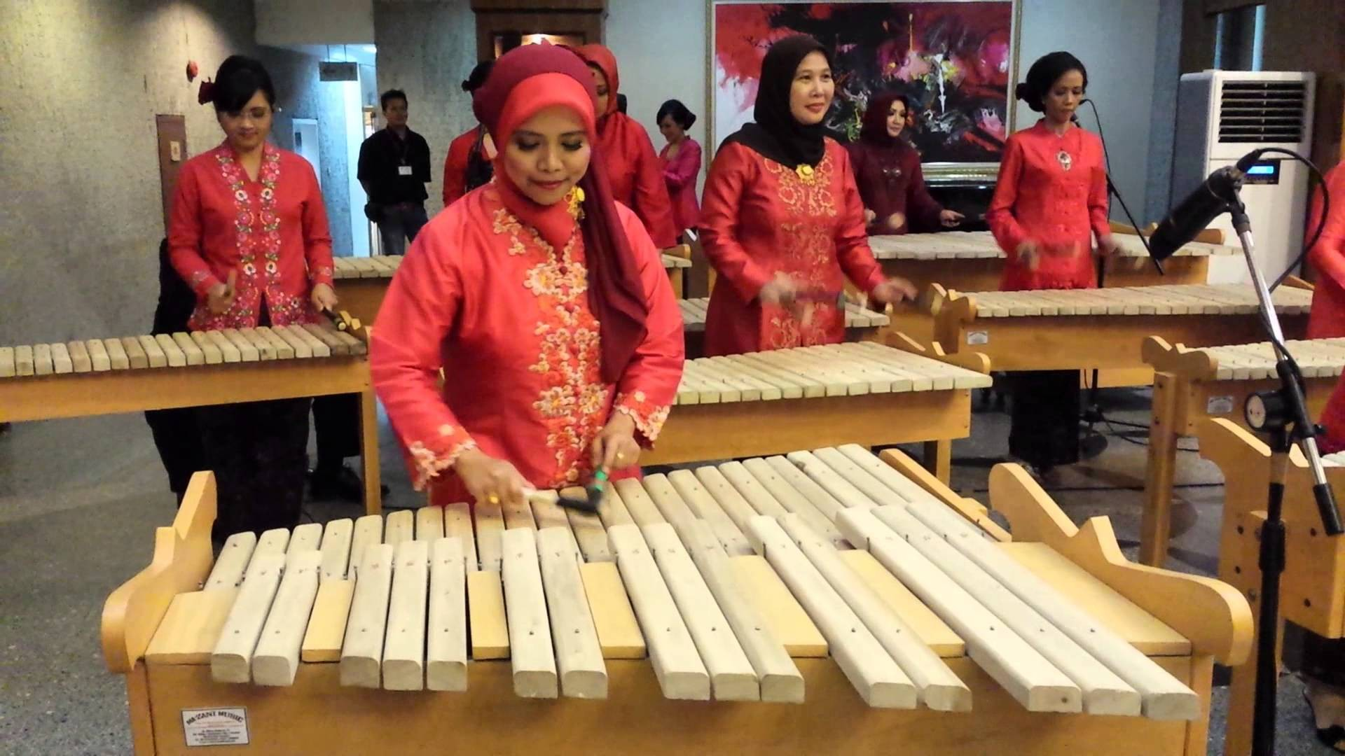 Kolintang instruments are familiar among the Minahasa community