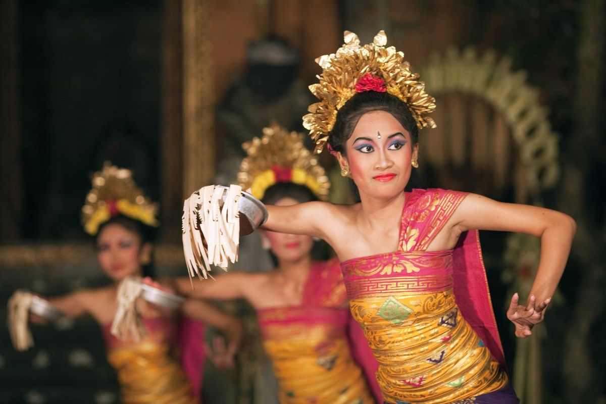 The Pendet Dance was originally a worship dance performed mostly at the hindu temple