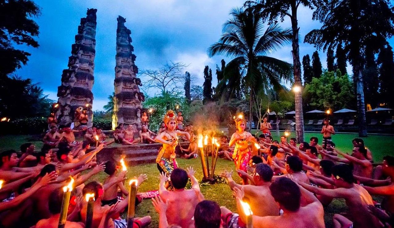 kecak dance illustrate the Ramayana story