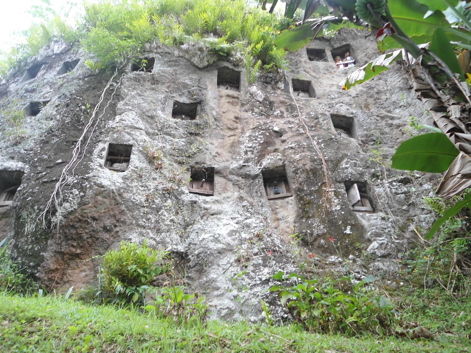 unusual tradition to treat corpses in kete kesu village