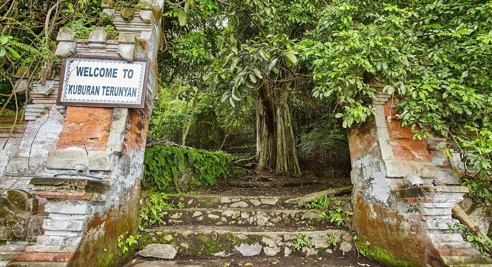 balinese trunyan village near batur lake