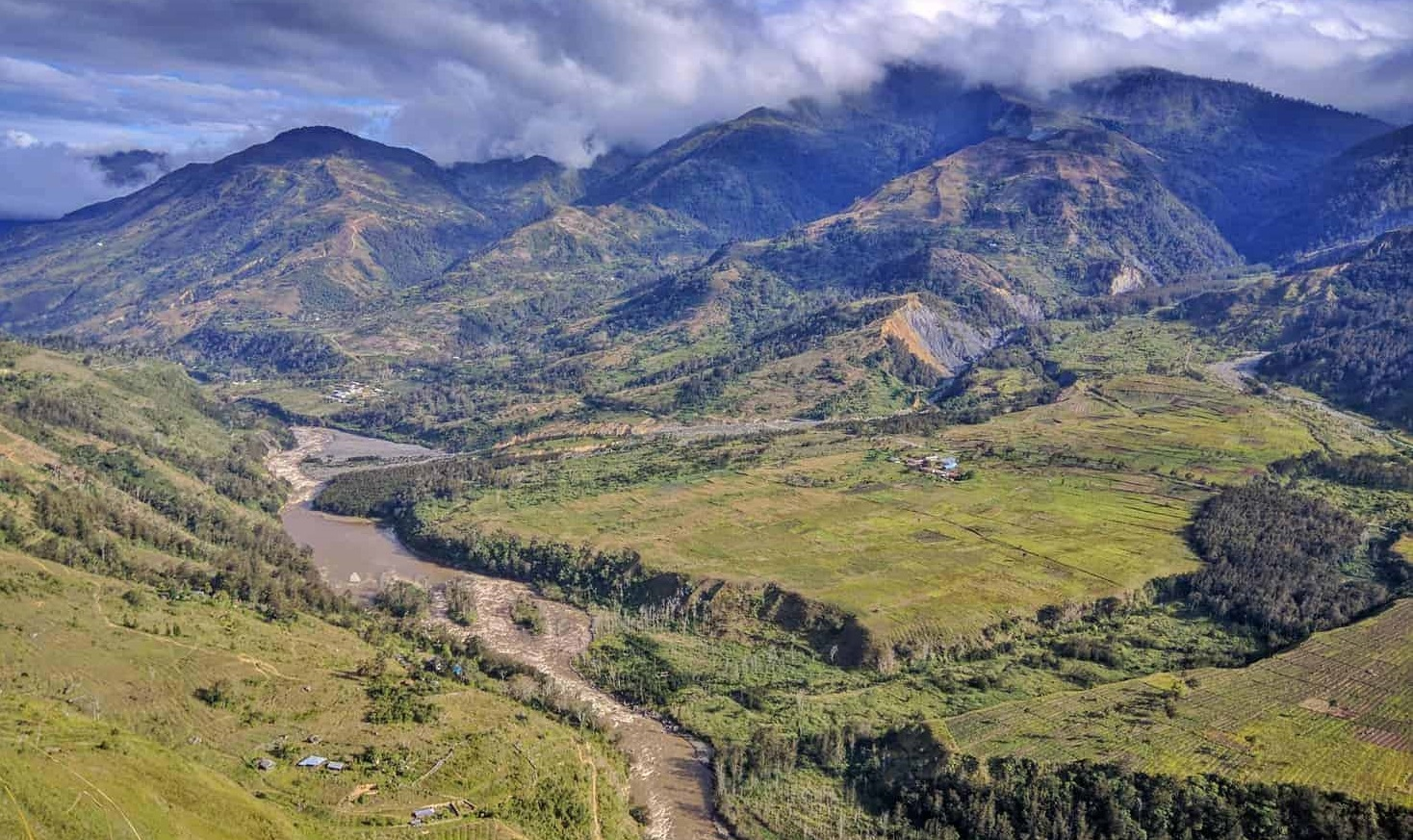 amazing airview of baliem valley